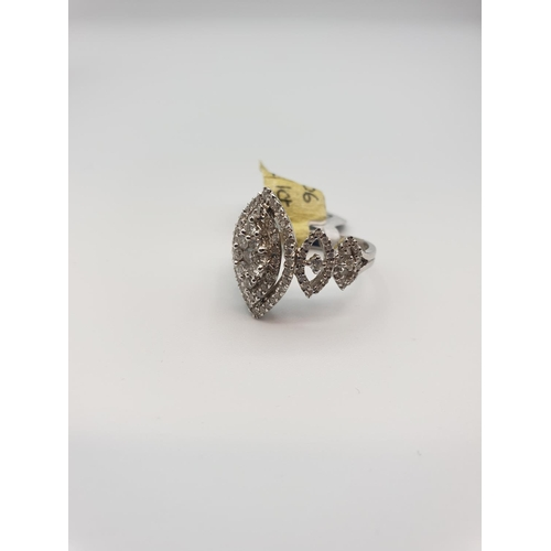 15 - 18ct gold ring with 1ct diamond, size M weight 6.9g...