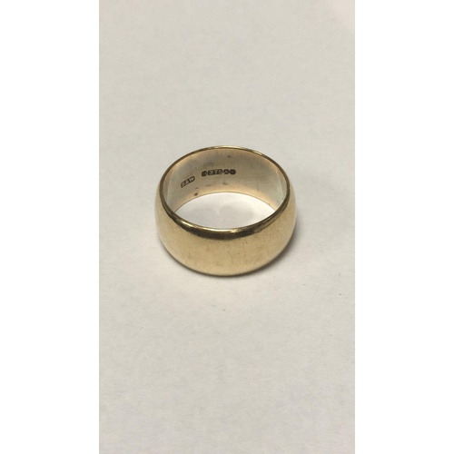 55 - 9ct gold gent's  wedding band.The ring weighs 8.1g and is 9mm wide....