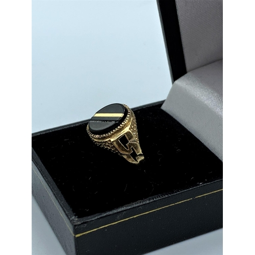 12 - Gentlemans 9ct Gold Signet Ring. 3.4g size q/R...