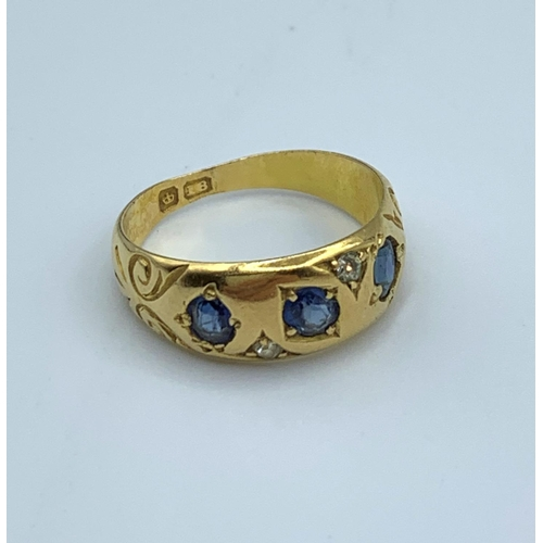 34 - 18ct Yellow Gold Vintage Ring With 3 Sapphires 3g size G...