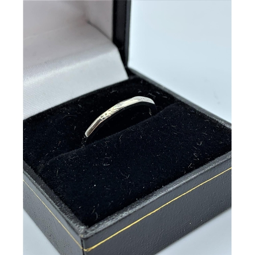 36 - Platinum Patterned Ring Band 3.0g Size N...
