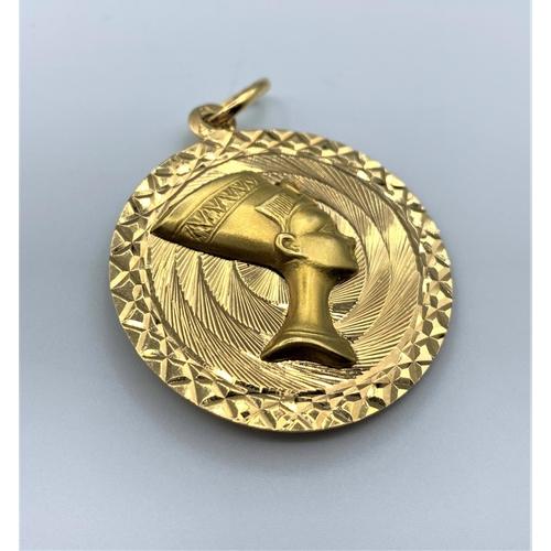 44 - 18ct Gold Egyptian Pendant 10.1g 3.5cm Diameter...