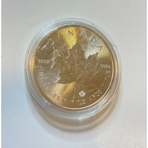 37 - 2015 Pure Silver Canadian 5 Dollar Coin, Elizabeth II Maple Leaf, 1 Ounce of 999 fine silver...