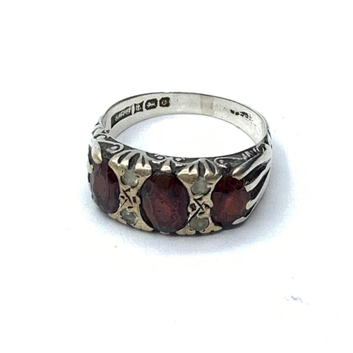 499 - Silver RING with garnet stones.  2.8g   Size L