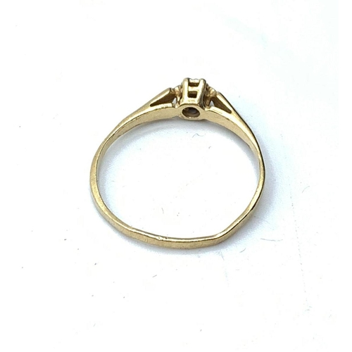 568 - 9ct gold RING.  1.1g   Size P