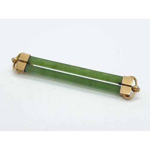 175 - 9ct gold and jade bar brooch, weight 2.9g, 4.5cm width