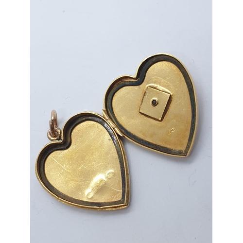 262 - Vintage 18ct gold heart LOCKET /PENDANT .   9.7g    3cm