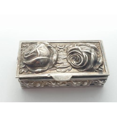 376 - Ornate silver PILLBOX.  16.1g    4.5 x 2.2 cm