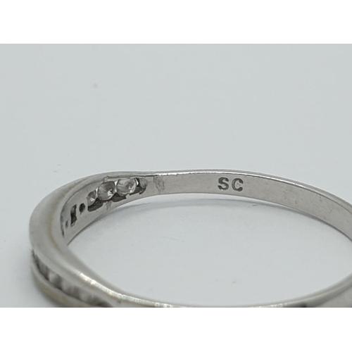 404 - 14ct diamond Ring weight 1.2g
