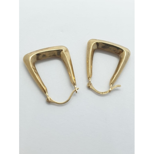 426 - 9ct gold horseshoe earrings.  0.8g