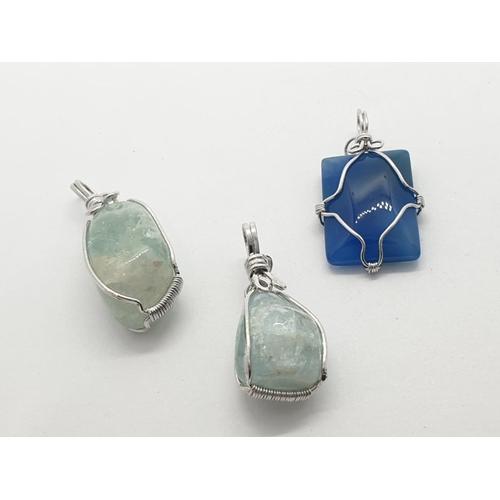 585 - 3 fashion pendants white metal