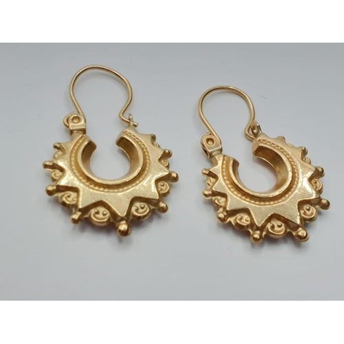 496 - Pair of Classic Gold EARRINGS. 1g.