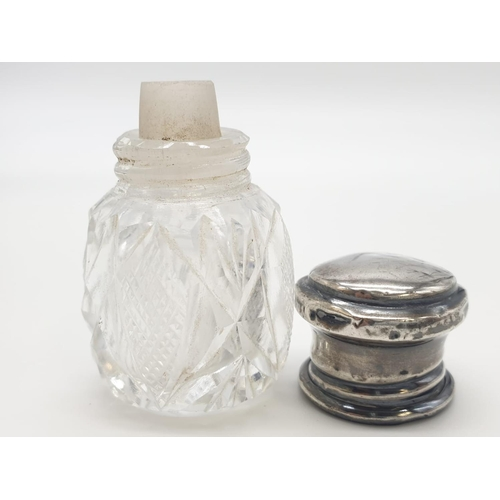 453 - Vintage silver topped cut glass smelling salts bottle, clear hallmark for makers Wolfsky & Co London...