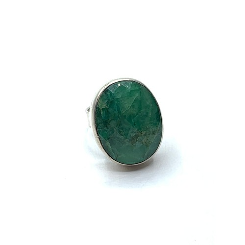 248 - An emerald ring in sterling silver , size R