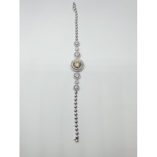 474 - 18ct white gold bracelet. with 195 round brilliant cut diamond. total diamond content 2.2ct weight 1...