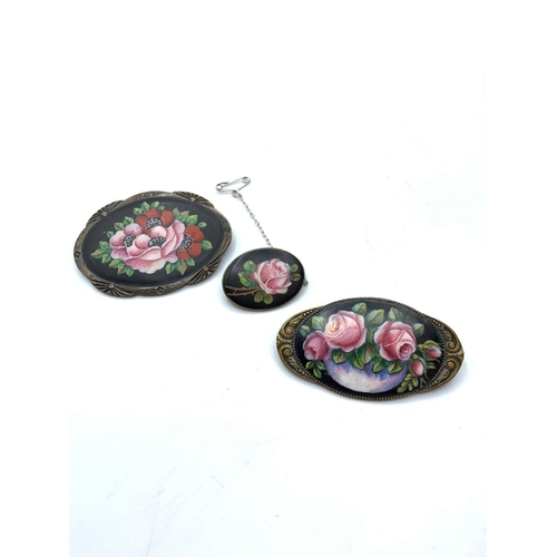 551 - 3x Victorian enamel brooches , 48g
