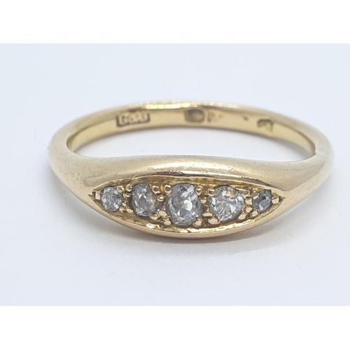 556 - 18CT Y/G DIAMOND 5 STONE RING, 0.15CT DIAMOND AND WEIGHT 4.5G SIZE P