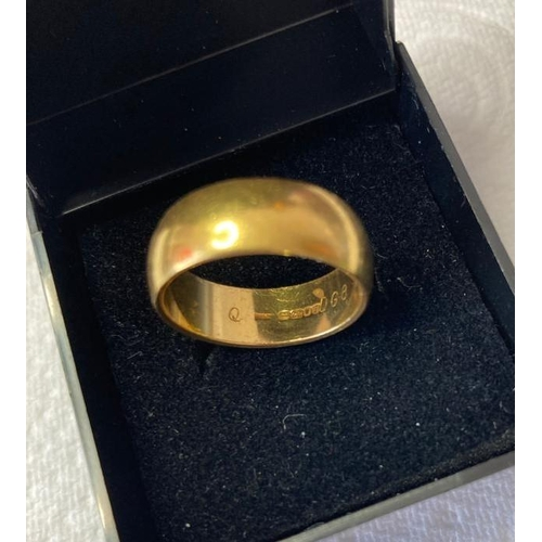 646 - 22ct Gold Ring Full UK Hallmark for London 22ct Gold, 9.6 grams approx. Size Q.