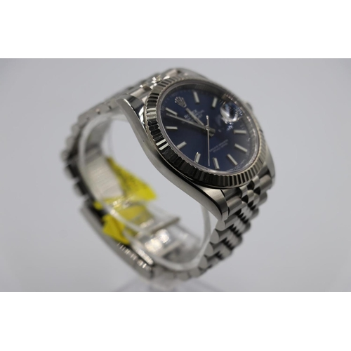 72 - Rolex Datejust watch 41mm case jubilee strap factory navy dial with box and papers 2017, good workin...