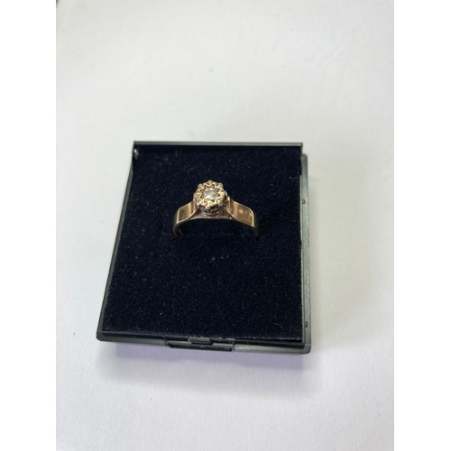 816 - 9ct gold ring having diamond to top in unusual cathedral mount setting. Hallmark for London 9ct gold...