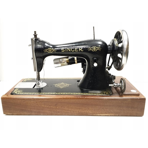 787 - Early electric Singer sewing machine in carrying case