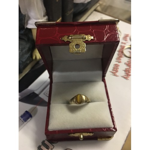 3 - 9ct gold Ring...