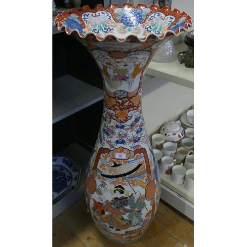39 - A large late 19th/20th Century Japanese floor standing vase of baluster form decorated with panels o...