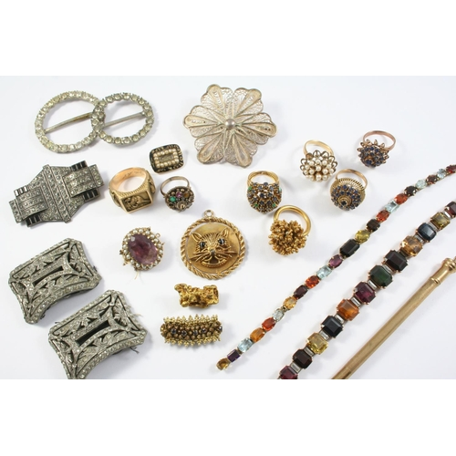 1651 - A QUANTITY OF JEWELLERY IN TAN LEATHER JEWELLERY BOX including a gold nugget brooch, 8.5 grams, a 9c...