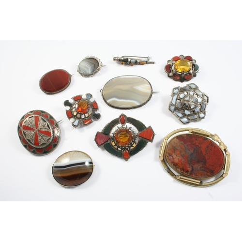 1654 - A QUANTITY OF ASSORTED SCOTTISH AGATE AND SILVER BROOCHES