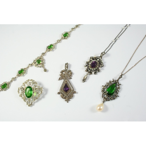 1670 - ASSORTED PASTE JEWELLERY including a cased purple and white paste pendant, a green and white paste p...
