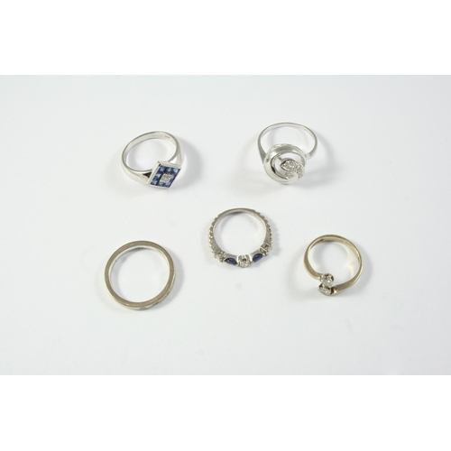 1691 - FIVE ASSORTED GOLD AND GEM SET RINGS including a diamond cross-over ring, set with two circular-cut ...