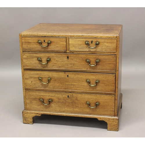 2400 - A LATE GEORGE III MAHOGANY CHEST OF DRAWERS. The chest with a rectangular caddy moulded top above tw...