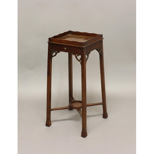 2424 - A GEORGE III MAHOGANY URN STAND, the wavy gallery above a slide and fret carved brackets, height 65c...