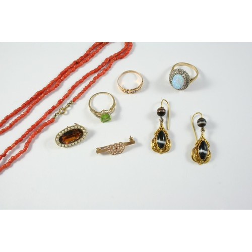 1034 - A QUANTITY OF JEWELLERY including a coral bead necklace, a pair of banded agate and gold drop earrin...
