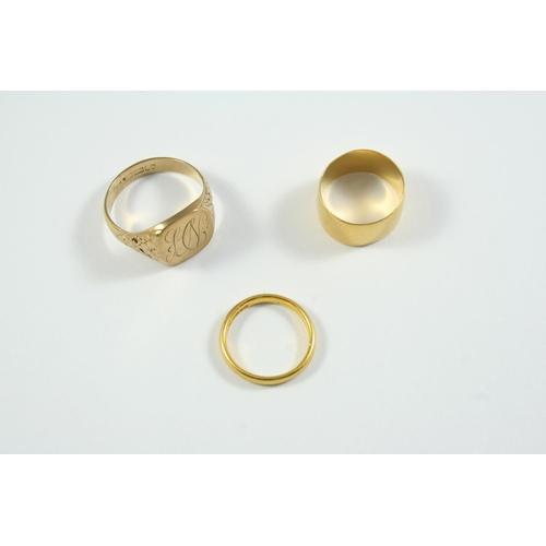 1059 - A 9CT GOLD SIGNET RING engraved with initials, 7.5 grams, size W, together with two 22ct gold weddin...