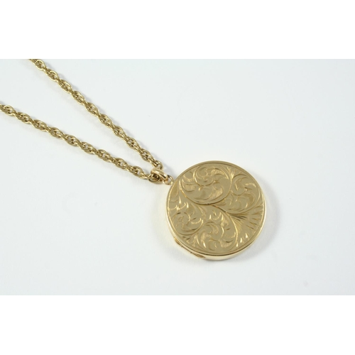 1065 - A 9CT GOLD CIRCULAR-SHAPED LOCKET PENDANT with engraved foliate decoration to one side, 3.2cm dia., ...