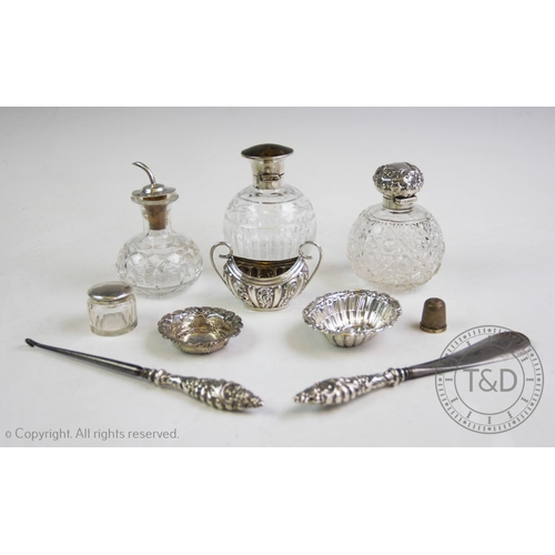 11 - An assortment of silver items, comprising: an Edwardian silver topped perfume bottle, Birmingham 190...