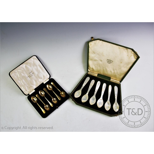 47 - A set of six mother of pearl caviar spoons, each 12cm long, to a Fenton Russel & Co Ltd fitted box, ...