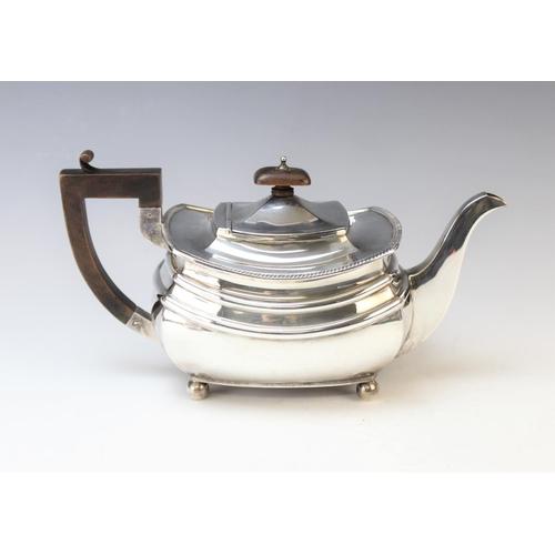 31 - A George V Art Deco period three-piece silver tea service, S. Blackensee & Son, Chester and Birmingh...