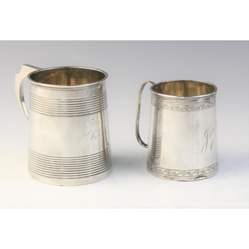 32 - A George III silver tankard by George Knight, London 1818, of tapered cylindrical form with reeded d...