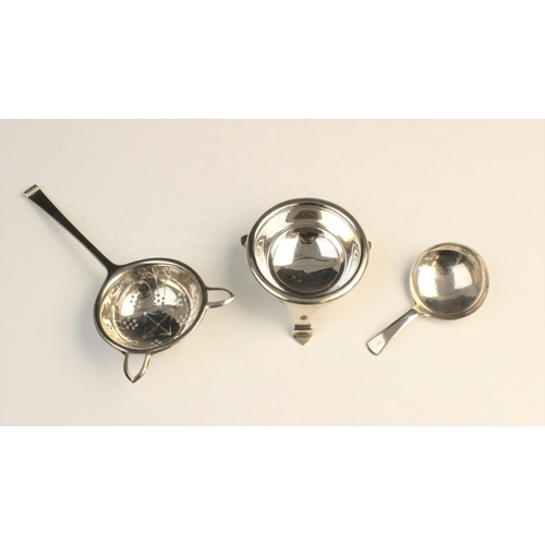 4 - A George V silver tea strainer and stand by Cooper Brothers & Sons Ltd, Sheffield 1937, the strainer...