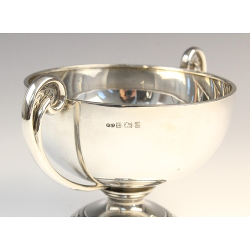 41 - A George V twin-handled silver pedestal dish by Deakin & Francis, Birmingham 1924, of circular form ...