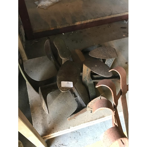 33 - 4x Vintage cast iron shoe lasts...