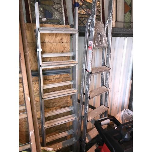 5 - 2x Metal ladders...