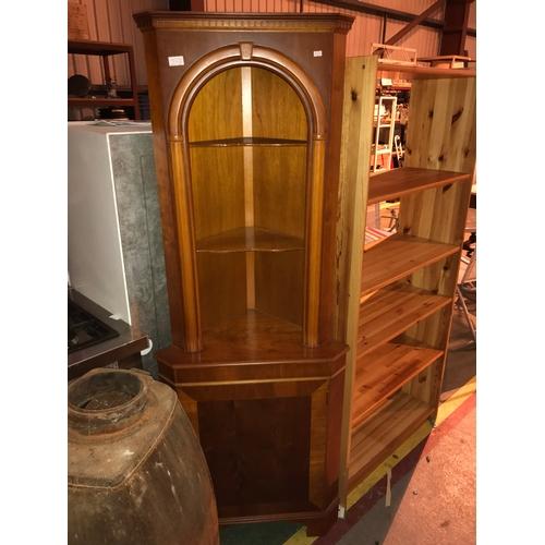 672b - Corner cabinet...