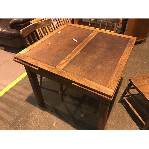 668 - Oak loose leaf dinning table...
