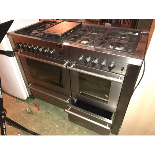 679 - Range gas oven stoves...