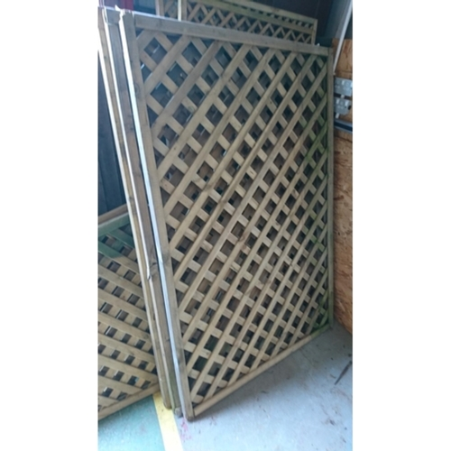 4 - Four 6' x 3' diamond trellis....