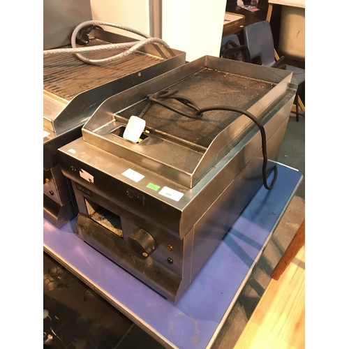 609 - Lincat single griddle  in good working order....