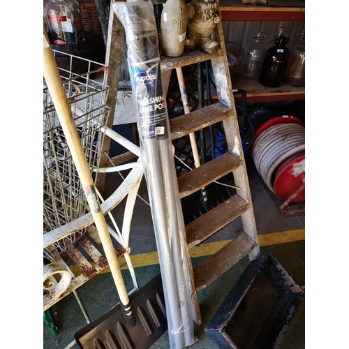 25 - Approx 6' metal washing line post...
